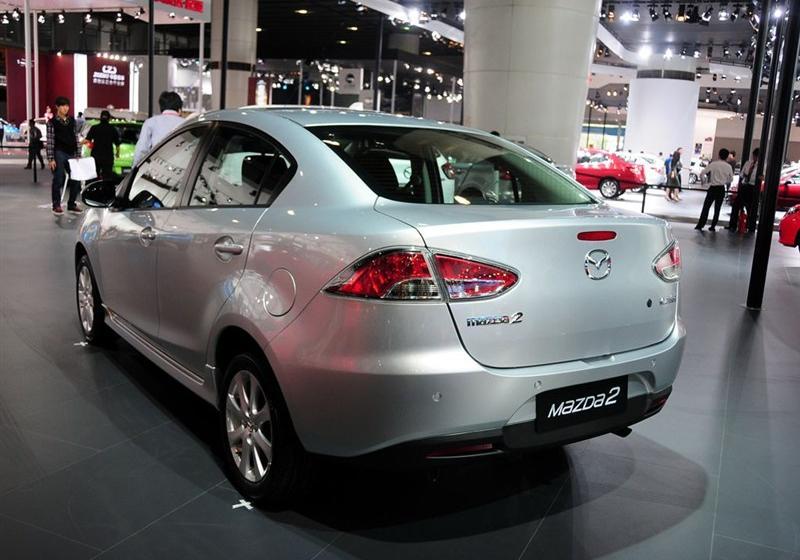 2012款三厢炫动 1.5L 自动豪华版