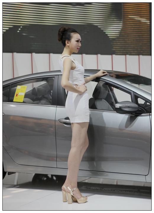 2013西安车展香车美女图片