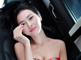 车模世界小姐吴丹魔鬼身材秀奥迪