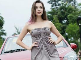 乌克兰美丽女模神诱众泰Z100