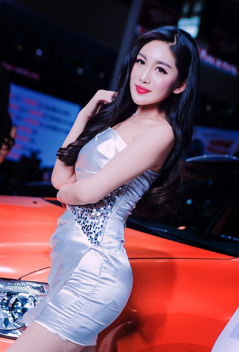 2016第九届中国汽车(南京)博览会美女车模_第1张