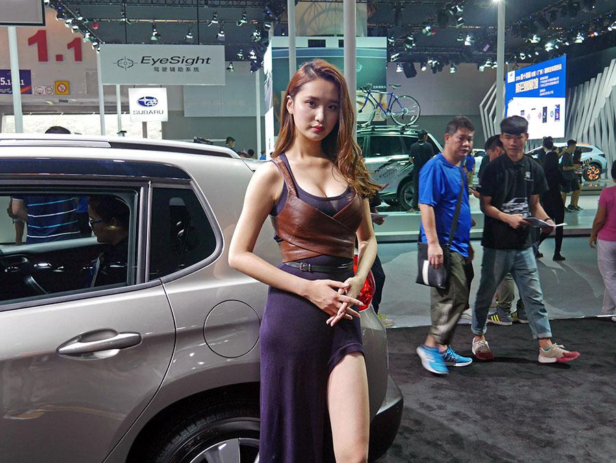 2016广州车展美女车模_第1张